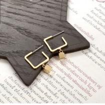 幾何方塊  防敏鋼針 耳針耳環 (金色.銀色) X RUNWAY FASHION ICON