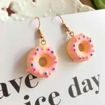 【可改夾】夏季甜甜圈霜淇淋布朗尼防敏鋼針耳針耳勾耳環 草莓甜甜圈  X RUNWAY FASHION ICON