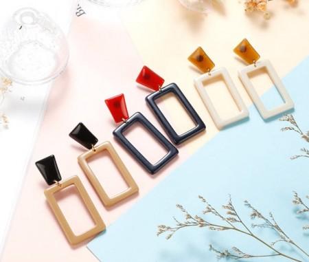 【現貨】牛奶糖幾何方塊防敏鋼針耳環2色 X RUNWAY FASHION ICON