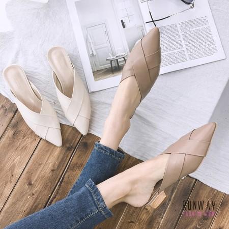 【免運】尖頭V型視覺延長穆勒鞋 粗中跟懶人拖鞋質感平底鞋涼鞋休閒鞋(2色) X RUNWAY FASHION ICON