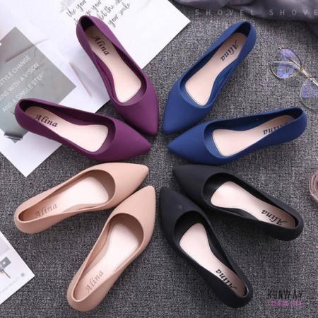 【免運】雨天防水防潑水優雅氣質時尚微跟坡上班工作鞋 (4色) X RUNWAY FASHION ICON