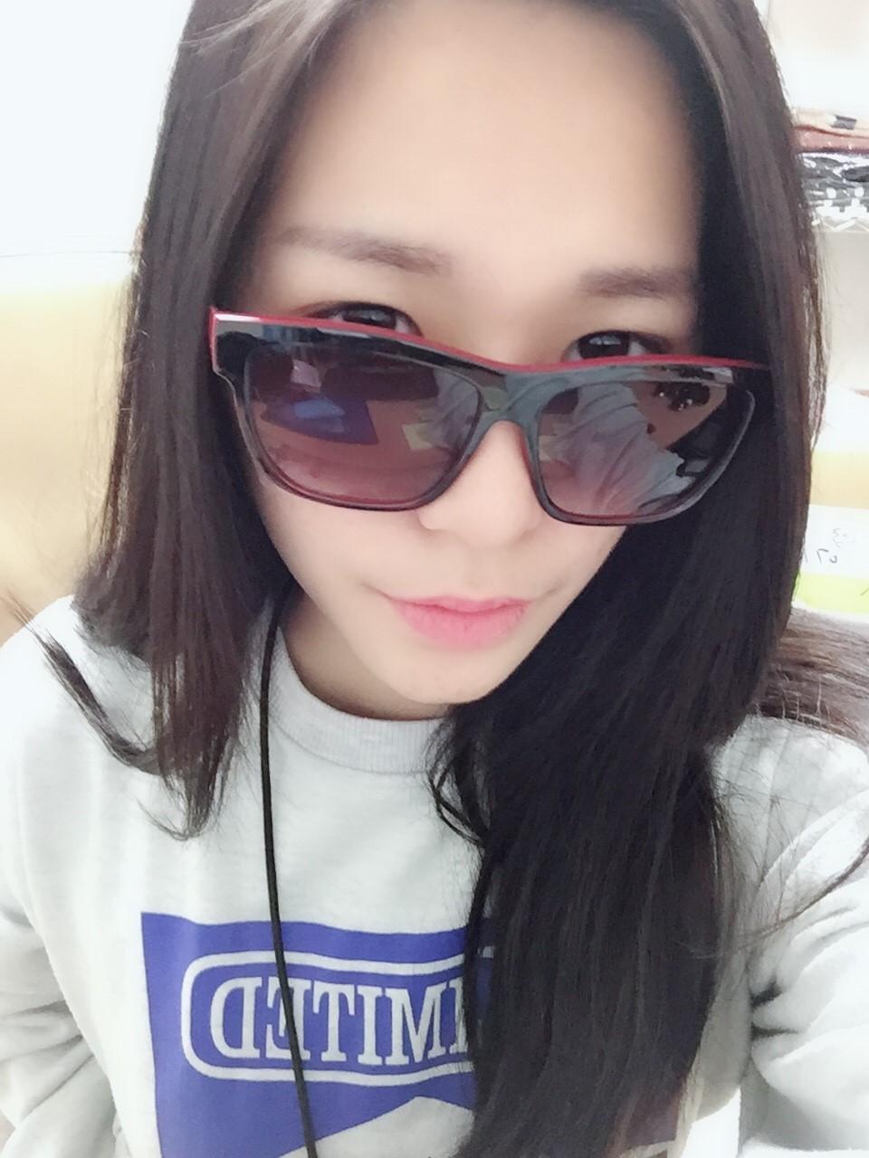 【絕版現貨優惠出清】黑紅配復古基本款太陽眼鏡