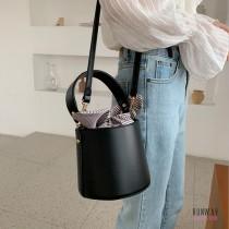 【現貨黑免運】韓版迷你水桶皮質感手提側背綁帶氣質條紋包手提包水桶包 X RUNWAY FASHION ICON