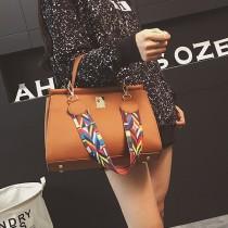 【免運】韓版時尚休閒彩色圖騰肩帶手提包單肩包斜背包(3色) X RUNWAY FASHION ICON