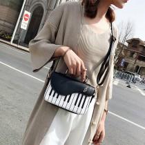 【有影片實拍】【免運】韓版時尚甜美清新撞色PU鋼琴小方包單肩包斜背包手提包(3色) X RUNWAY FASHION ICON