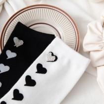 【2入組】水鑽愛心素色基本款黑襪白襪學院風 日系棉襪子  ♥  棉質中高筒襪(2色) X RUNWAY FASHION ICON