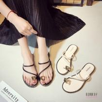 【免運】夾腳拖鞋幾何三角水鑽套腳趾涼鞋渡假鞋休閒鞋平底套脚拖鞋 (3色) X RUNWAY FASHION ICON